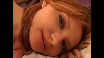 Hard Une belle salope se fait troncher alors que son mari dort &agrave_ c&ocirc_t&eacute_