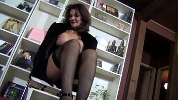 Deauxma Dominates Submissive with her feet