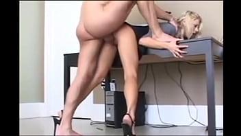 Xxx La Biroul Lui De Acasa Cu Cea Mai Frumoasa Actrita Porno