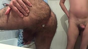 Follado en el baño por mi vecino caliente