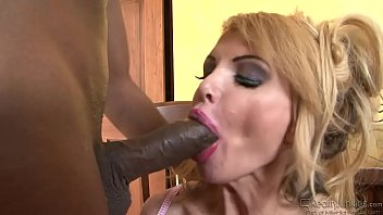 lauren phillips loves to suck on big hard cocks