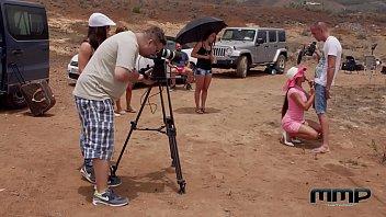 Diva Mea Melone Filmata In Desert Cand Se Fute Neprotejat