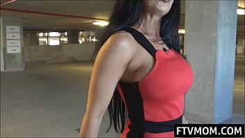Milf/brunette/garage nude public milf