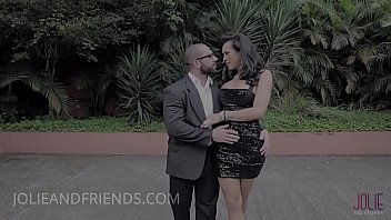 MILF elegant shemale fucks a body builder