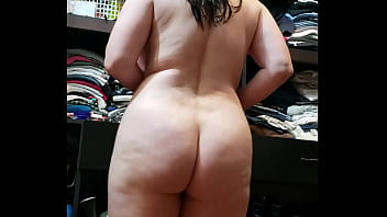 Pamela moviendo su rico culote / Pam moves her great ass