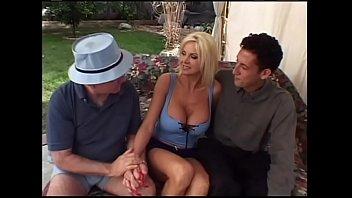 Ehemann schaut  seiner Frau beim ficken zu  m ficken zu