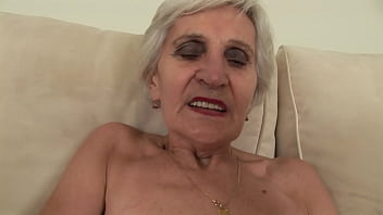how can he fuck such an old granny