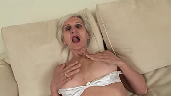 How can he fuck such an old granny ? thumbnail