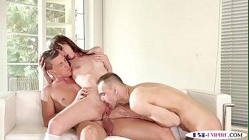 Bisexual jocks spitroasting babe before anal