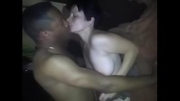 素人人妻が夫の前で黒人男性とセックスし感じまくり