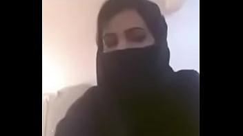 Arab Girl Showi ng Boobs On Webcam cam