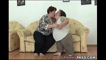cover video Lesbian Midget Pleases A Bbw Granny