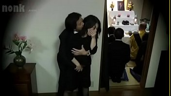 Japanese widow fucked during her husband's funeral - vendova