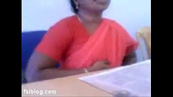South Indian Of fice Lady Flash Boobs To Co Wo  Boobs To Co Workers