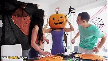 Streaming Video MILF Tia Cyrus Got Her Head Stuck In A Pumpkin. You Know What Happens Next! Hahaha - XLXX.video