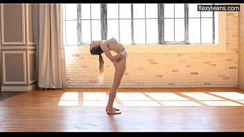 Emma Jomell An Incredibly Beautiful Gymnast Shows Her Flexibility.