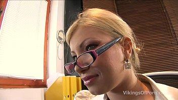 Blondina Bombat Fututa Clar In Cur
