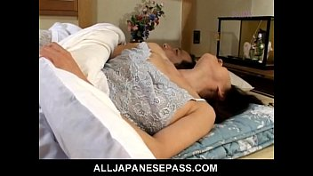 Makiko Miyashita that has her pussy fingered 8 min