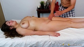 cover video Kennedy Taylor Gets A Massage