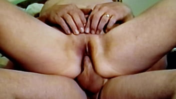 Poking the wifes pussy