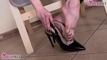 Streaming Video Two barefoot redhead CatWoman shows off feet and dominate - XLXX.video
