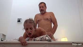 Tatal Care Isi Fute Tare Fiica Cum Stie El Mai Bine