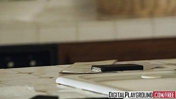 Hot Blonde (Kayden Kross) Fucks The Pizza Boy - Digital Playground