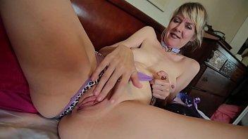 rub her pussy