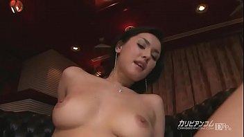 [無修正]小澤マリア タトゥー入りの黒髪ハーフお姉さん!!自らのオマンコを弄り回しながら、デカマラを喉奥まで咥えこんでご奉仕していきます♪