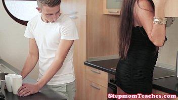 Porno In Bucatarie Cu Fratele Ce Isi Fute Sora Provocatoare