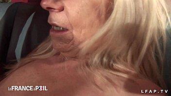 Casting anal une grand mere prise en double...