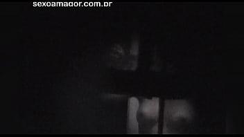 Loira &eacute_ filmada secretamente pelo vizinho voyeur escondido atr&aacute_s de tijolos vazados