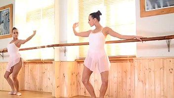 Balerina Flexibila Ne Arata Pizda Frumoasa