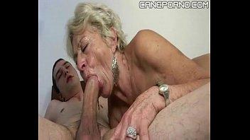 Bunica Ia La Muie Tare De La Nepotelul Ei Tanar De 19 Ani