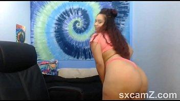 Big But Slut Twerking on Webcam - sxcamZ.com
