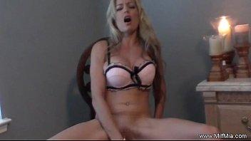 xxarxx MILF Masturbation On A Chair