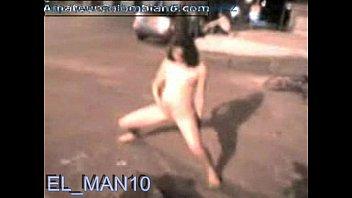 Desnudandose en la calle para el man10 (elman10.blogspot.com)