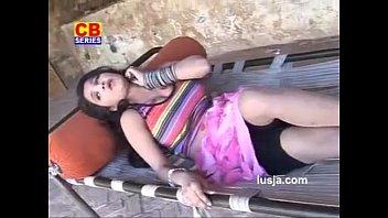 Ud Gai Nindadli - Naughty Bhabhi Dever Playing Holi
