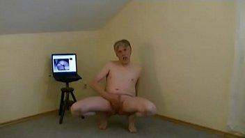 Pornmodel Tom Reider ejaculates for a couple