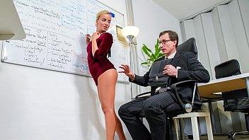 ممارسة الجنس غير المحمي مع الطالب في الفصل والمعلم الرجولي
