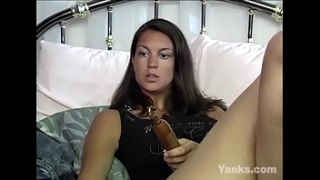 Lovely Yanks Babe Essy Toys Her Snatch