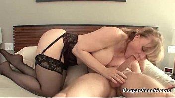vídeos pornô online Sexy blonde cougar gets nailed hard 2018