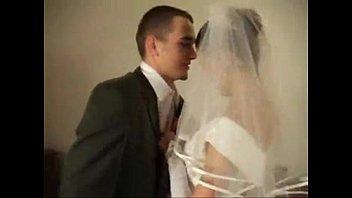ロシアの結婚式の後、新郎新婦がハードにセックス