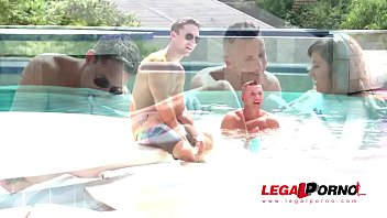 Poolside double penetration shows Cindy Loarn fucked balls deep by two studs GP643