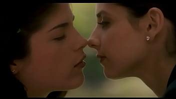 Порно видео бесплатно сара мешель геллар поцелуй