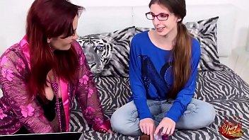 Lezioni di sesso con mamma - Red Rosy e Mary Rider thumbnail