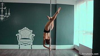 Yanna mega gymnast...