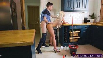 Sex Cu O Blonda Draguta Face Sex Cu Piticul Porno