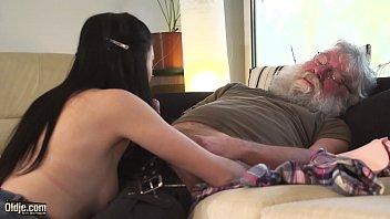 Femei De Futut Tanara Ii Suge Pula Bunicului De 70 Ani