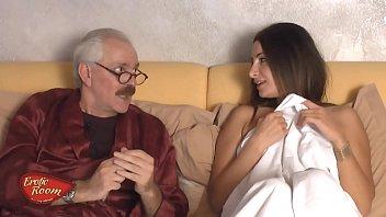 Mariana O Tanara Vrea Banii Si Se Fute Cu Bunicul Ei De 80 Ani
